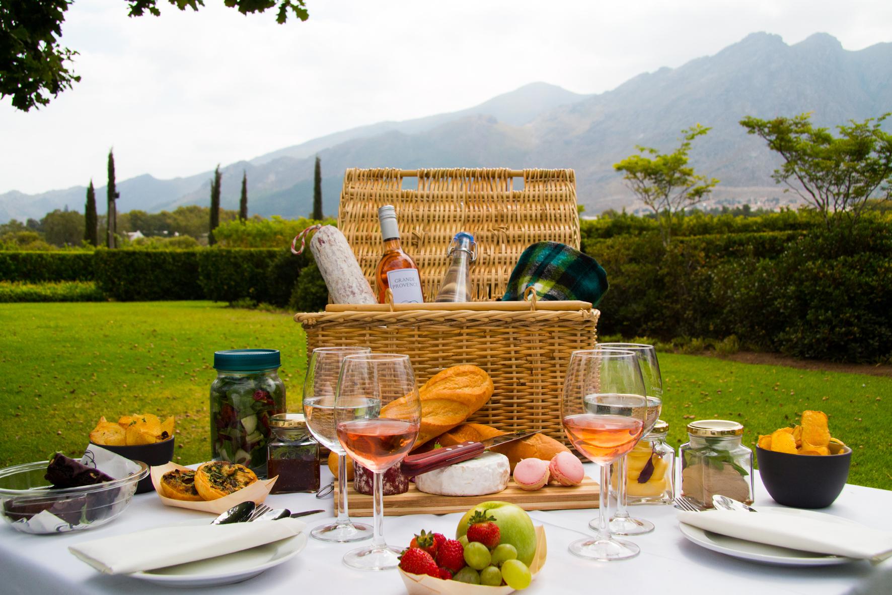 Grande Provence picnic HR
