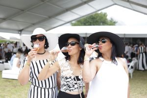 balck and white outfits fhk mcc festival soniia cabano blog eatdrinkcapetown